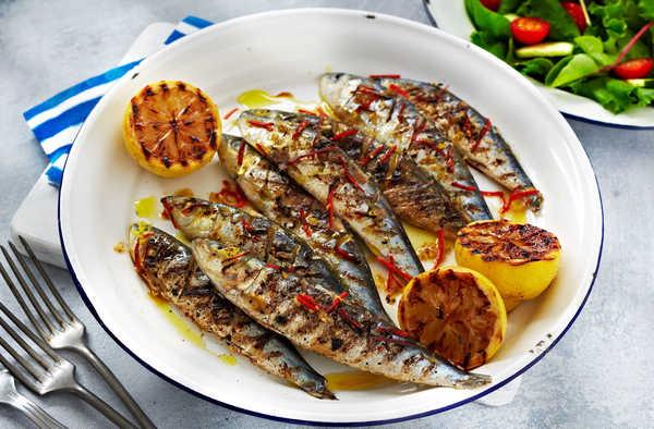 sardinas a la brasa con guindillas